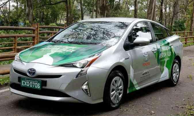 Os testes de rodagem com o protótipo híbrido flex comprovaram a resistência do carro em diversos tipos de estradas(foto: Toyota/Divulgação)
