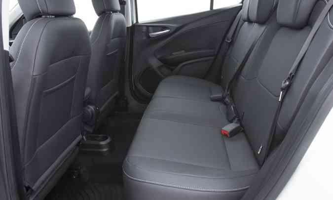 Para conseguir bom espaço para os passageiros, assentos do Cronos ficaram muito curtos, comprometendo o conforto (foto: Fiat/Divulgação)