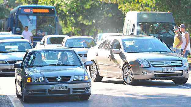 No sábado, cerca de 200 donos de carros fizeram manifestação pedindo mudanças na legislação - Alexandre Guzanshe/EM/D.A Press