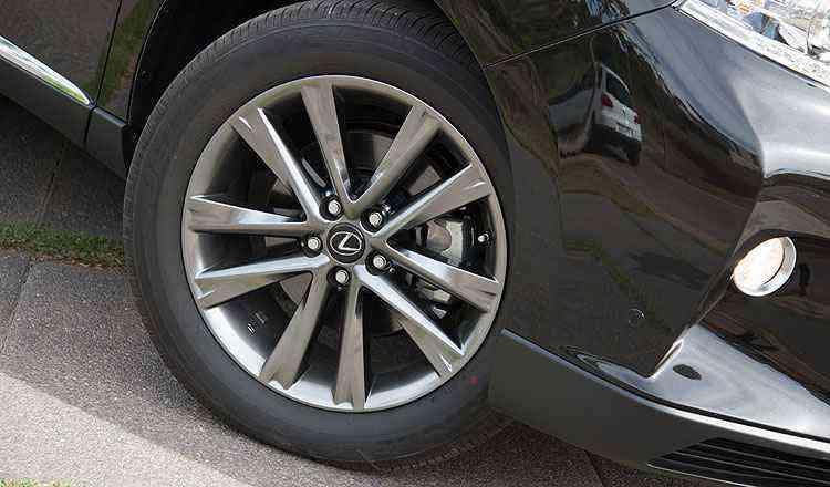 Rodas têm 19 polegadas - Thiago Ventura/EM/D.A Press