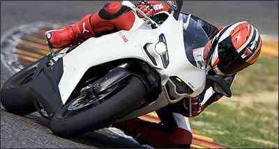 Faróis estão acima das entradas de ar, que pressurizam o motor em altas velocidades - Fotos: Ducati/Divulgação