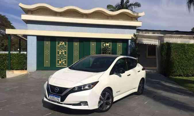 Entre os modelos 100% elétricos que desembarcaram no Brasil, destaque para o Nissan Leaf, que levou o prêmio