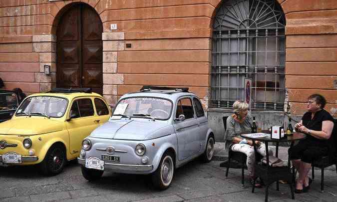 Várias versões do Fiat 500 marcaram presença no evento que parou a cidade(foto: Marco Bertorello/AFP)