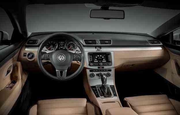 No interior estão ar-condicionado Climatronic com duas zonas de climatização, controlador eletrônico de velocidade de cruzeiro e volante multifuncional  - Volkswagen/divulgação