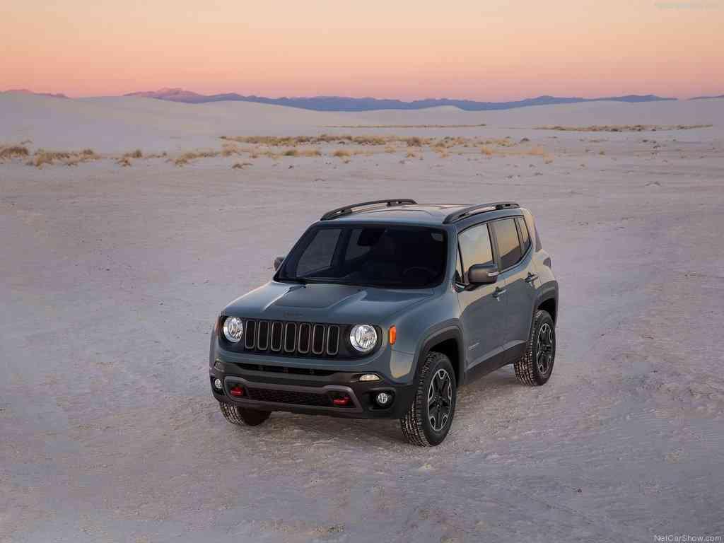 Renegade tem 4,23m , sendo o menor carro produzido pela Jeep atualmente - Jeep/ Divulgação