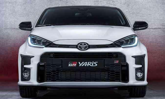 A ampla grade do Toyota GR Yaris enfatiza a esportividade do modelo(foto: Toyota/Divulgação)