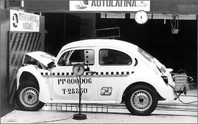 1994: crash test frontal para atender à legislação brasileira de segurança veicular