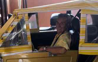 Aposentado Aécio de Albuquerquer, de 77 anos, tem dificuldade para encontrar peças do seu Gurgel 1986(foto: Debora Eloy/Esp. DP)