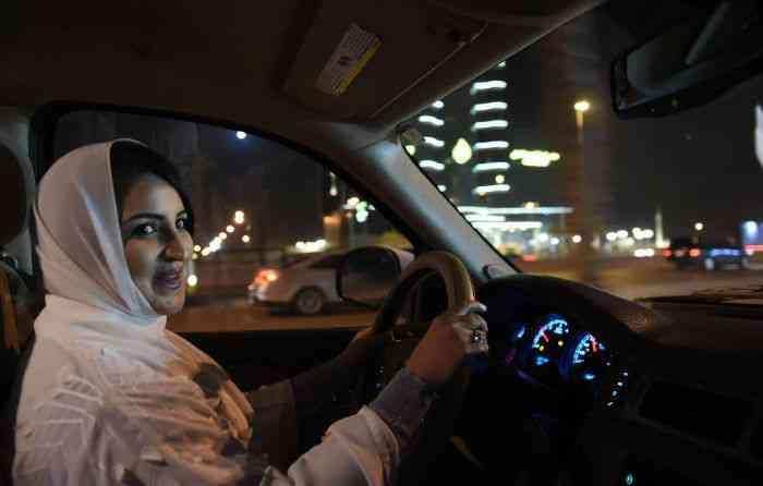 Ativistas dos direitos das mulheres fizeram campanhas desde 1990 para acabar com a proibição. -  Fayez Nureldine/AFP.