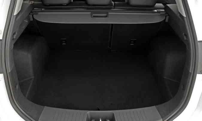 A capacidade do porta-malas pode variar de 650 a 1.210 litros, com o encosto do banco traseiro rebatido (foto: JAC/Divulgação)