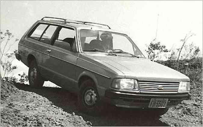 Com pneus lameiros, a Belina foi a única perua nacional a ter opção de tração 4x4; modelo 1985 já trazia a nova frente
