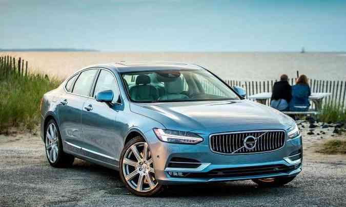 Modelo mantém características básicas dos modelos da marca, com faróis Full LED em formato de T(foto: Volvo/Divulgação)