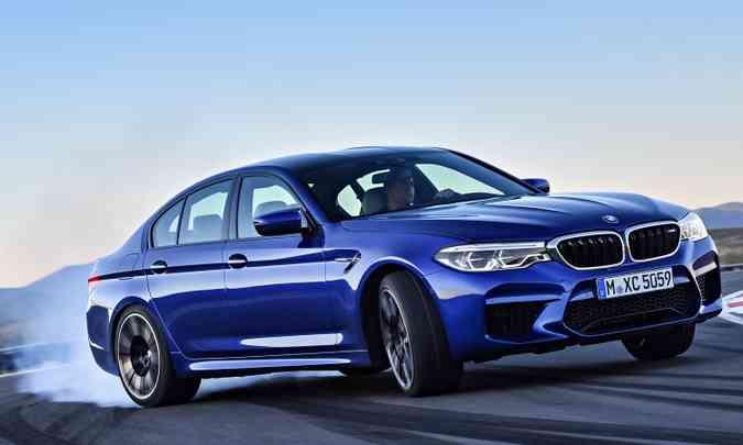 Arrancadas e acelerações bruscas só contribuem para o aumento do consumo de combustível(foto: BMW/Divulgação)