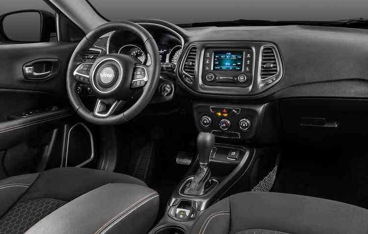 Na versão Sport, a novidade fica por conta da nova tela de sete polegadas - Jeep / Divulgação