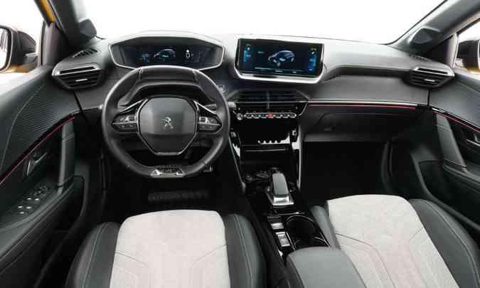 O interior do hatch compacto tem acabamento em duas cores e a central multimídia tem tela tátil de 10 polegadas(foto: Peugeot/Divulgação)