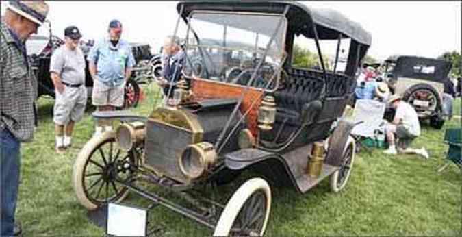 Automóveis mais antigos também foram atração