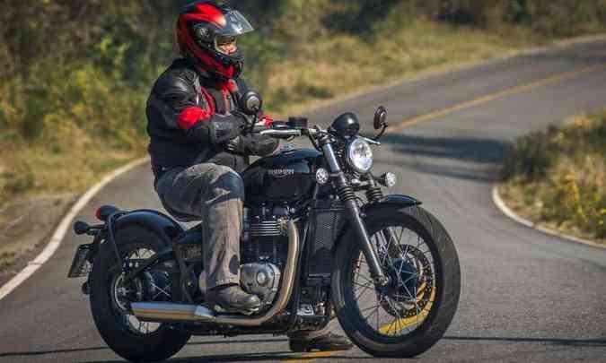O estilo da Bobber lembra as motos militares do pós-guerra, que eram depenadas a ajustadas(foto: Gustavo Epifânio/Triumph/Divulgação)