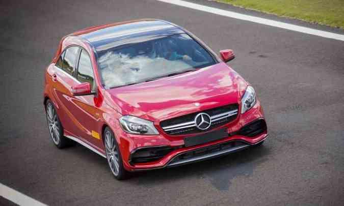 Mercedes-AMG A 45 (R$ 303.900) é o 2.0 mais potente do mundo: 381cv(foto: Malagrine/Mercedes-Benz Divulgação)