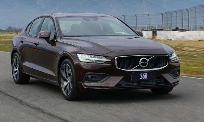 O Volvo T4 Momentum é equipado com motor de 190cv(foto: Volvo/Divulgação)