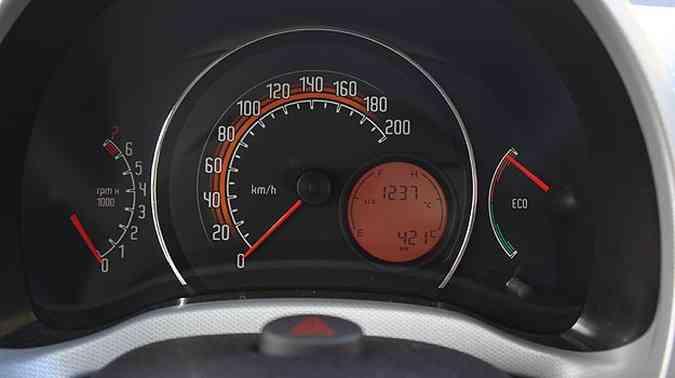 Painel inclui o econômetro, que informa ao motorista o consumo instantâneo(foto: Marlos Ney Vidal/EM/D. A Press)