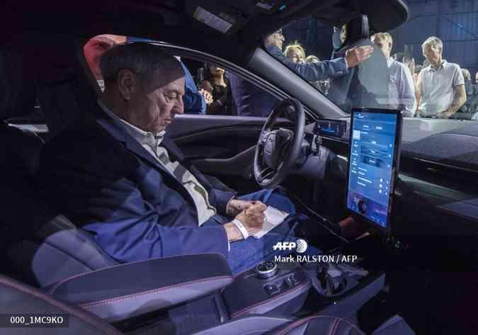 O Mach E ostenta uma grande tela de toque em seu interior(foto: MARK RALSTON / AFP)