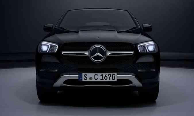 A grade frontal traz barra que lembra uma hélice, com a estrela de três pontas centralizada(foto: Mercedes-Benz/Divulgação)