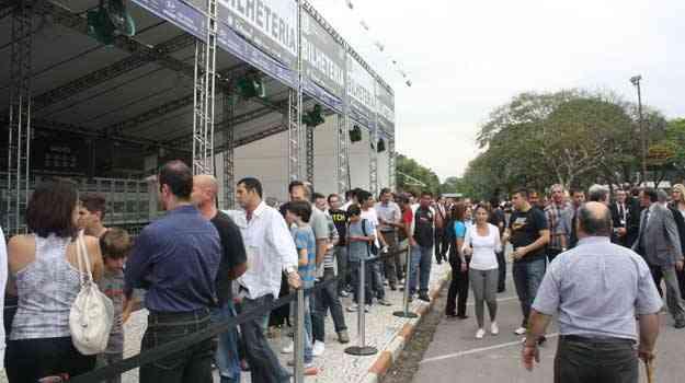 Público faz fila para comprar o ingresso - Marcello Oliveira/EM/D.A PRESS