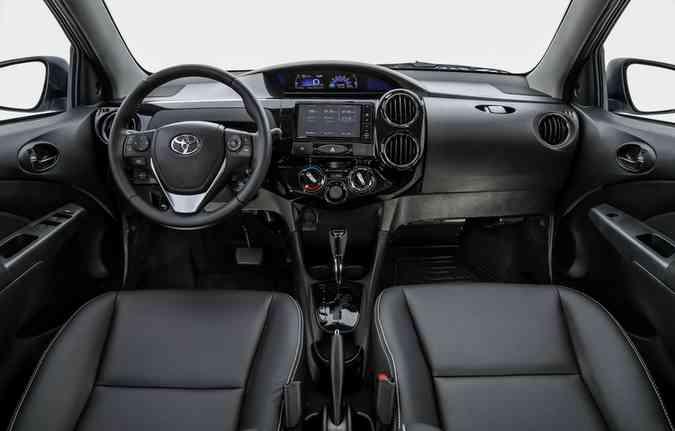 Reforço é garantido ao trazer, em todas as versões, airbag frontal duplo e freios ABS com distribuição eletrônica de frenagem (EBD)(foto: Toyta/Divulgação)