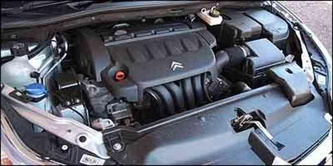 Motor, de quatro cilindos, desenvolve 143 cavalos de potência a 6.000 rpm(foto: Fotos: Marlos Ney Vidal/EM)