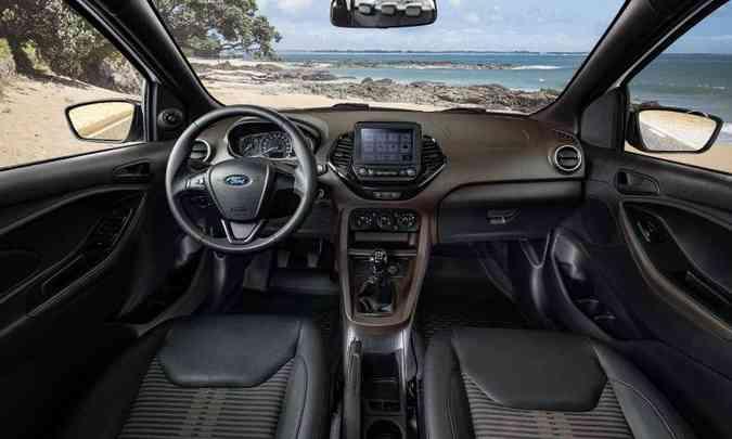 O interior tem acabamento em duas cores e central multimídia Sync 2.5(foto: Ford/Divulgação)