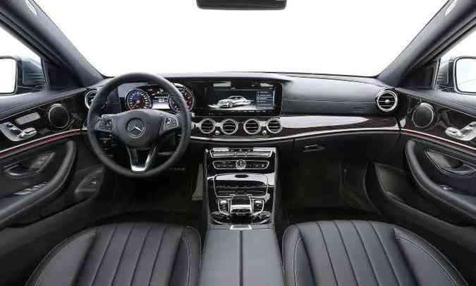 Pela primeira vez num carro, volante traz teclas de controle sensível ao toque(foto: Mercedes-Benz/Divulgação)
