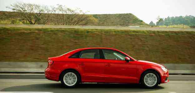 Modelo vai aos 100 km/h em 9,4 segundos e atinge velocidade máxima de 212 km/h - Audi/Divulgação