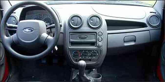 Apenas o volante de dois raios e o painel das portas lembram o modelo antigo(foto: Fotos: Marlos Ney Vidal/EM - 3/1/08)