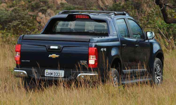 Novo visual global da Chevrolet está na grade alongada, e junto com cavidade no capô faz picape parecer mais parruda. Faróis e lanternas têm iluminação diurna de LEDs - Euler Júnior/EM/D.A Press
