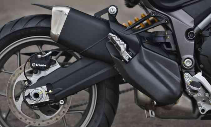 O quadro é em treliça e a balança da suspensão traseira dupla(foto: Johanes Duarte/Ducati/Divulgação)