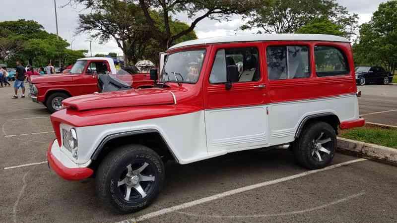 Rural no  Encontro de Veículos Antigos do Parque da Cidade - Geison Guedes/Esp. CB/D.A Press