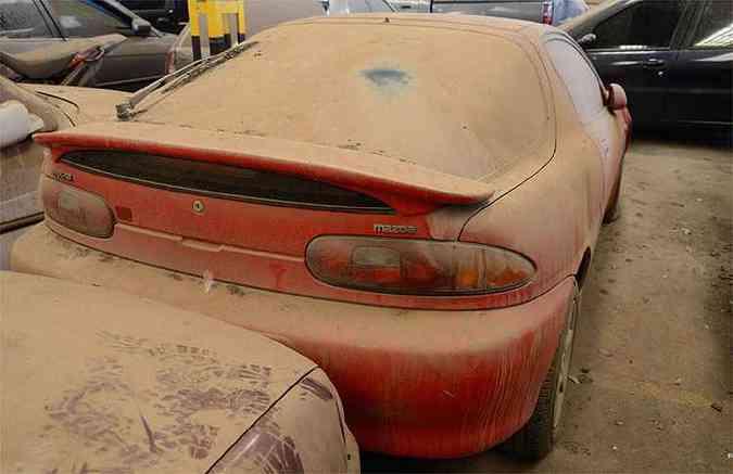 Mazda MX-3 1994 - No Detran desde outubro de 2012 por falta de licenciamento(foto: Thiago Ventura/EM/D.A Press)