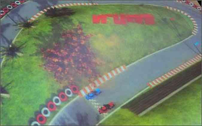 O simulador criado pela Ilusis Interactive Graphics permite acelerar as motos ao comando da voz