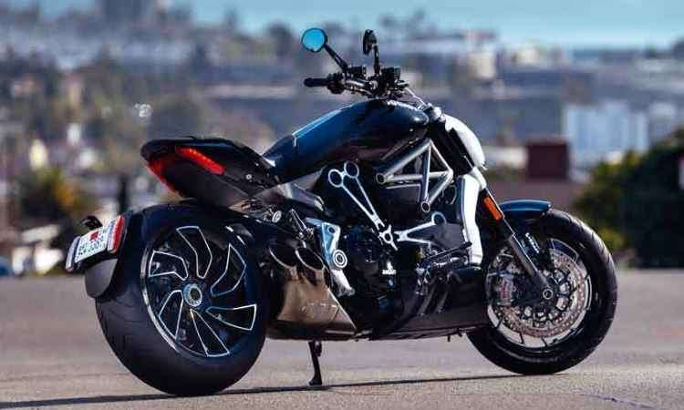 O escape é curto, deixando a roda traseira à mostra - Ducati/Divulgação