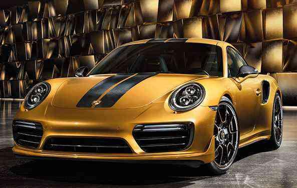 Modelo dourado ainda conta com uma dupla na cor cinza e branco. Ambos equipados com faixas em carbono no capô e no teto.  - Porsche/Divulgação