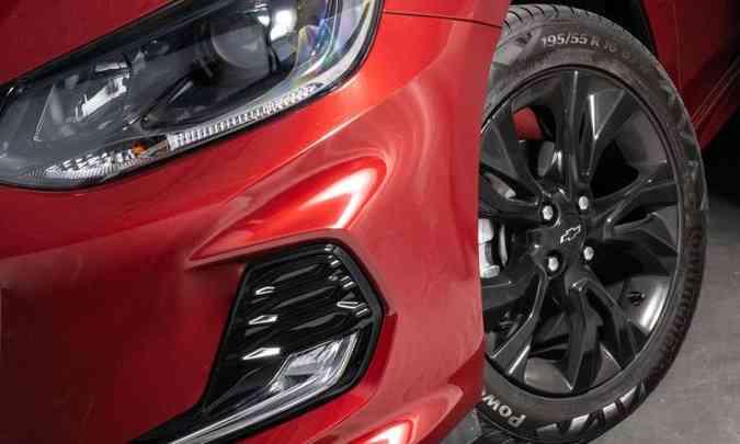 Os faróis com projetor têm máscara negra e as rodas de 16 polegadas são escurecidas(foto: Chevrolet/Divulgação)