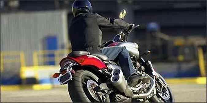 A eletrônica embarcada gerencia o motor e ajuda a baixar a adrenalina(foto: Yamaha/Divulgação)