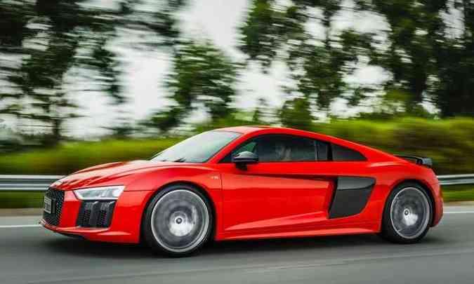 Modelo tem linhas fluidas e aerodinâmicas, que favorecem ainda mais o desempenho(foto: Audi/Divulgação)
