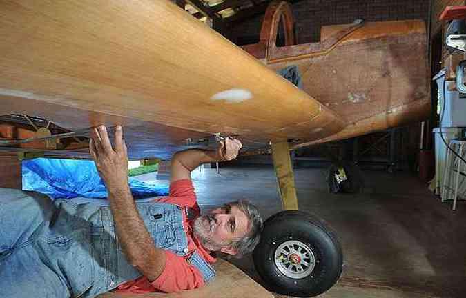 Para muitos amigos, foi uma loucura Jorge Canto se dedicar à construção do Whisky IV, todo em madeira de freijó e compensado aeronáutico (foto: Marcelo Ferreira/CB/D.A Press)