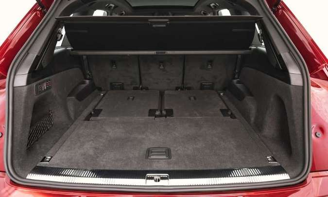 A Audi declara que, com a terceira fileira de bancos rebatida, o volume do porta-malas chega a 740 litros, mas considerando até o teto(foto: Audi/Divulgação)