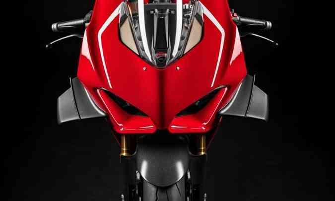 O pacote da nova Panigale V4 R inclui o mesmo tratamento aerodinâmico de pista(foto: Ducati/Divulgação)