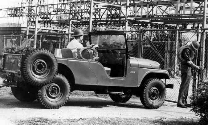 CJ-6, apelidado de 'Bernardão' no Brasil, tinha o extre-eixos mais longo(foto: Jeep/Divulgação)