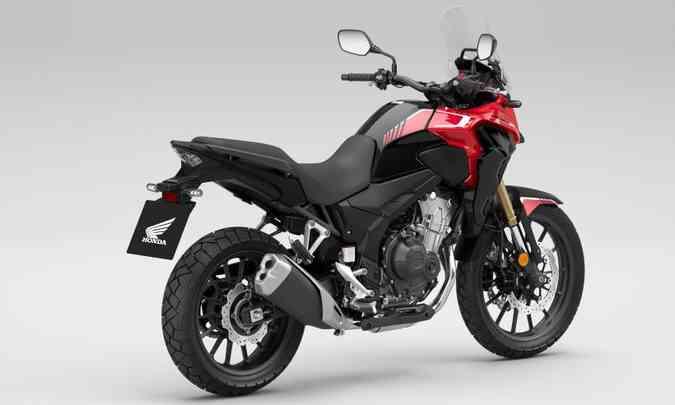 A CB 500X tem utilização mista, asfalto ou terra, e traz características próprias e diferenciadas(foto: Honda/Divulgação)