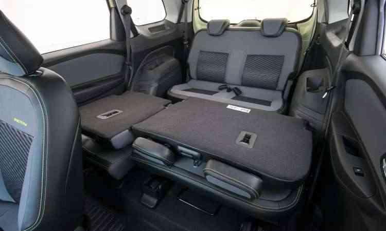 A terceira fileira de bancos conta com cintos de segurança retráteis e apoios de cabeça - Chevrolet/Divulgação