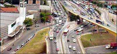 Mesmo que de passagem, motoristas devem respeitar as regras, ao rodar nas marginais - Marcelo Fortin/CET/Divulgação - 31/5/07